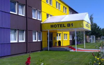 Unsere LED Beleuchtung für Büro- und Lagerräume, Parkplatz, Terrasse und Eingangsbereich im Hotel B1 in Berlin Kaulsdorf